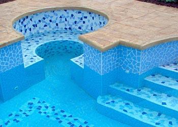 Verifica rivestimento piscina con telo liner e collaudo tubi acqua